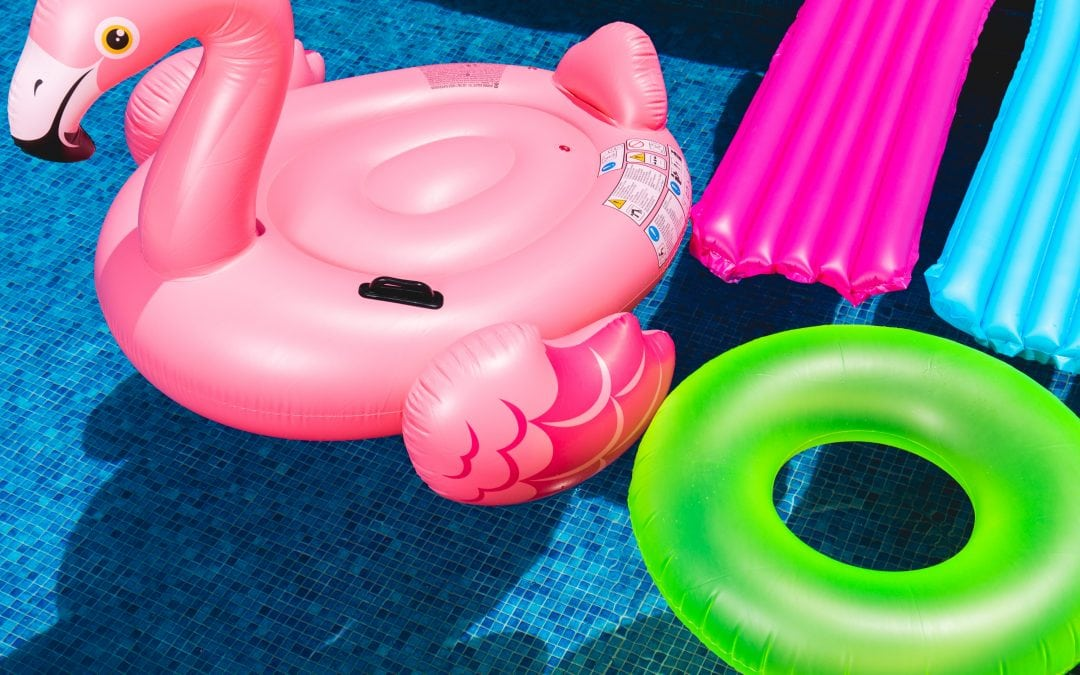 How to Save Money by Keeping your Swimming Pool Clean Year-round